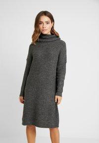 ONLY Petite - ONLMIRNA ROLLNECK DRESS - Strikket kjole - dark grey melange - 0