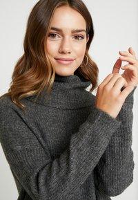 ONLY Petite - ONLMIRNA ROLLNECK DRESS - Strikket kjole - dark grey melange - 4