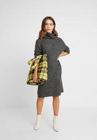 ONLY Petite - ONLMIRNA ROLLNECK DRESS - Strikket kjole - dark grey melange - 1