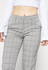 ONLY Petite - ONLSARAH WIN PANT - Bukse - light grey melange - 4