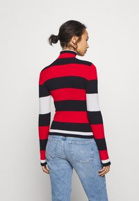 ONLY Petite - ONLKAROL ROLLNECK  - Jersey de punto - night sky/high risk red