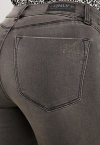 ONLY Petite - ONLROYAL BIKER PET - Skinny-Farkut - dark grey denim - 6