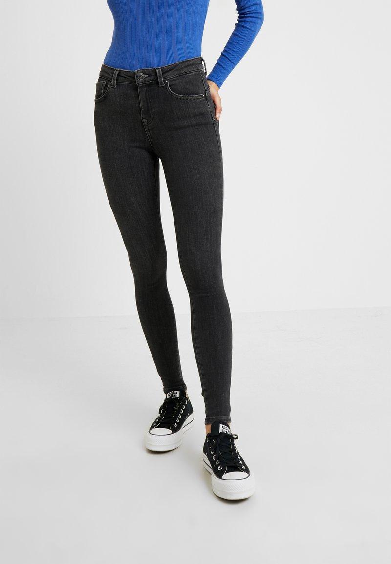 ONLY Petite - ONLPOWER MID PUSH UP - Jeans Skinny Fit - medium grey denim