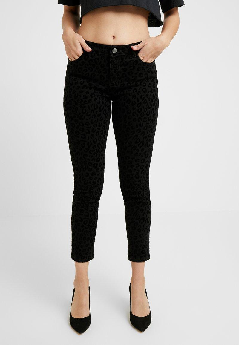 ONLY Petite - ONYCARMEN ANKLE FLOCK - Jeans Skinny - black