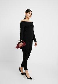 ONLY Petite - ONYCARMEN ANKLE FLOCK - Jeans Skinny - black - 1