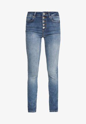 ONLBLUSH BUTTON - Jeans Skinny Fit - medium blue denim