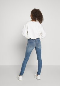 ONLY Petite - ONLBLUSH BUTTON - Jeans Skinny Fit - medium blue denim - 2