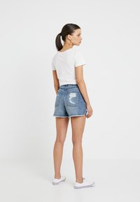 ONLY Petite - ONLKELLY - Shortsit - medium blue denim
