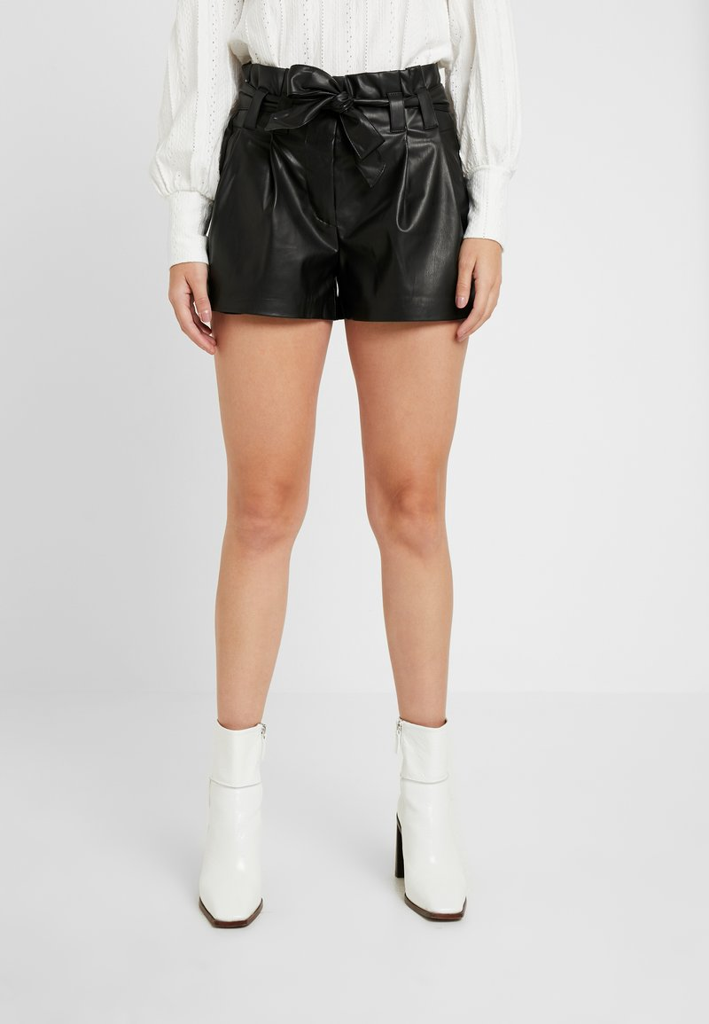 ONLY Petite - ONLNADIA - Shortsit - black
