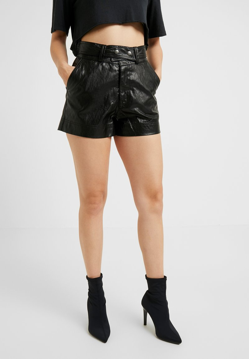 ONLY Petite - ONLROBIN MAJA - Shortsit - black