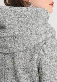 ONLY Petite - ONLSEDONA COAT - Kort kåpe / frakk - light grey melange - 4