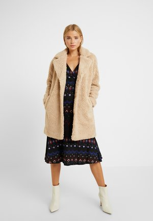 ONLAURELIA  COAT  - Winter coat - cuban sand