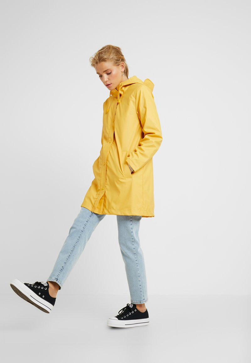 ONLY Petite - ONLVANESSA SHERPA - Parka - yolk yellow