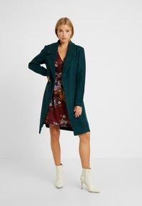 ONLY Petite - ONLREGINA COAT - Płaszcz wełniany /Płaszcz klasyczny - ponderosa pine - 1