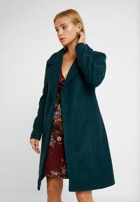 ONLY Petite - ONLREGINA COAT - Płaszcz wełniany /Płaszcz klasyczny - ponderosa pine - 0