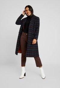 ONLY Petite - ONLNEW LOUISIANNA CHECK COAT - Classic coat - night sky - 1