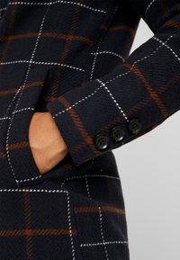 ONLY Petite - ONLNEW LOUISIANNA CHECK COAT - Classic coat - night sky - 5
