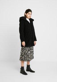 ONLY Petite - ONLTERRY CURLY FUR HOOD COAT - Płaszcz zimowy - black - 1