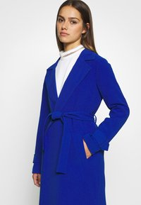 ONLY Petite - ONLUNNA DRAPY - Trenchcoat - mazarine blue - 4