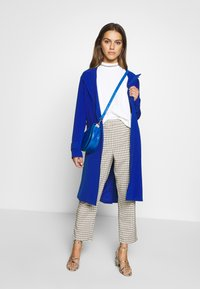 ONLY Petite - ONLUNNA DRAPY - Trenchcoat - mazarine blue - 1