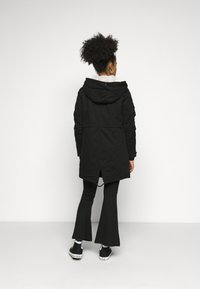 ONLY Petite - ONLMAY LIFE - Parka - black - 3