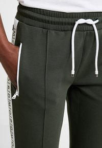 Marc O'Polo DENIM - TRACK PANTS - Tracksuit bottoms - action green - 4