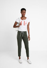 Marc O'Polo DENIM - TRACK PANTS - Tracksuit bottoms - action green - 1