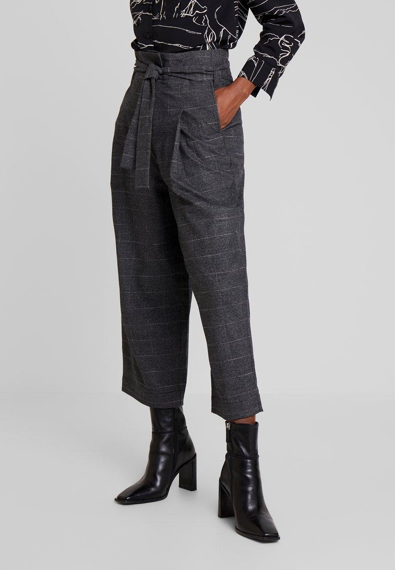 Marc O'Polo DENIM - PAPER BAG WAISTBAND BELT - Pantalones - check grey