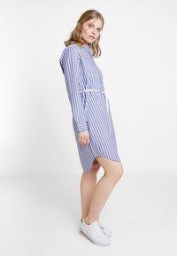 Marc O'Polo DENIM - DRESS STYLE - Košilové šaty - blue/white - 0