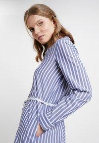Marc O'Polo DENIM - DRESS STYLE - Košilové šaty - blue/white - 4