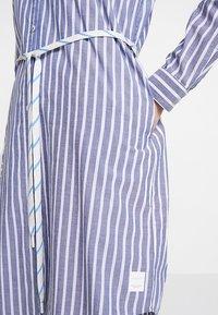 Marc O'Polo DENIM - DRESS STYLE - Košilové šaty - blue/white - 6