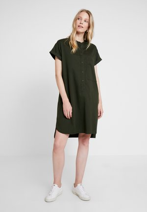 SHIRTDRESS HALF PLACKET PATCH ON - Shirt dress - action green