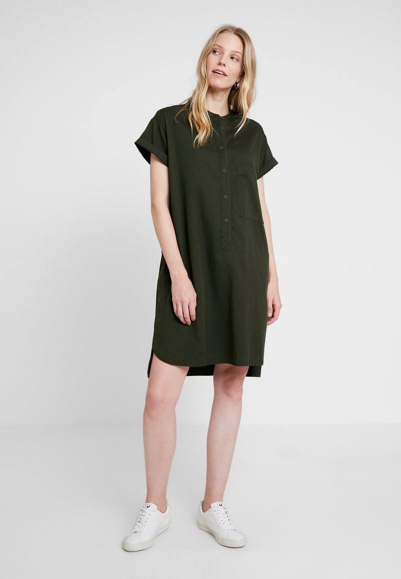 Marc O'Polo DENIM - SHIRTDRESS HALF PLACKET PATCH ON - Blusenkleid - action green
