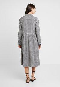 Marc O'Polo DENIM - DRESS - Skjortekjole - white/dark blue - 3