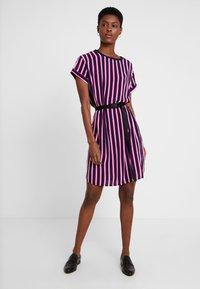Marc O'Polo DENIM - DRESS SHORT SLEEVE - Day dress - blue/pink - 2
