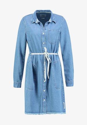 DRESS COLLAR - Robe en jean - melted indigo tencel
