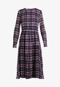 Marc O'Polo DENIM - LONGSLEEVE  - Denní šaty - pink/black - 3