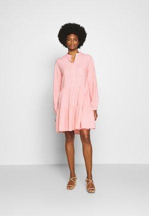 Košilové šaty - soft coral