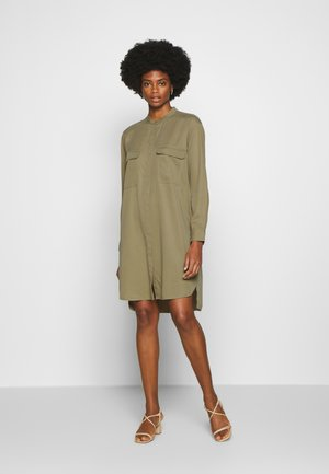 DRESS PATCH ON POCKETS - Shirt dress - bleached olive