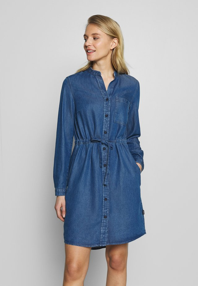 DRESS FEMININE PATCHED POCKET - Vestido vaquero - february blue dress