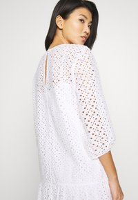 Marc O'Polo DENIM - DRESS BROIDERY ANGLAISE - Denní šaty - white - 3