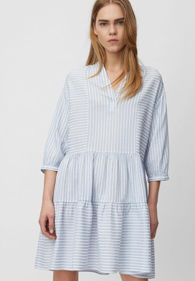 Korte jurk - light blue/white