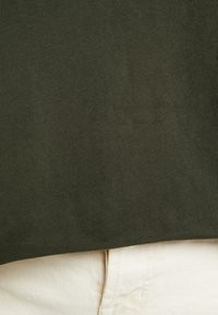 Marc O'Polo DENIM - SHORT SLEEVE WITH TURN UPS - T-shirt con stampa - action green - 5