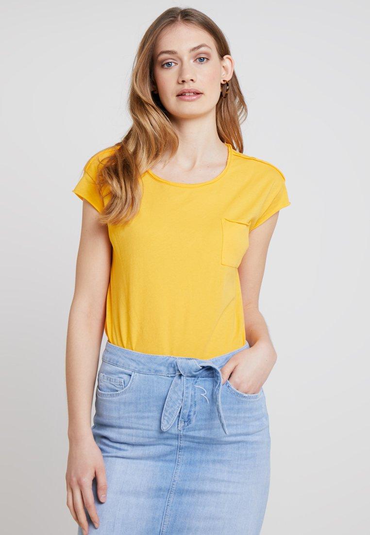Marc O'Polo DENIM - SHORT SLEEVE POCKET - Basic T-shirt - mango orange