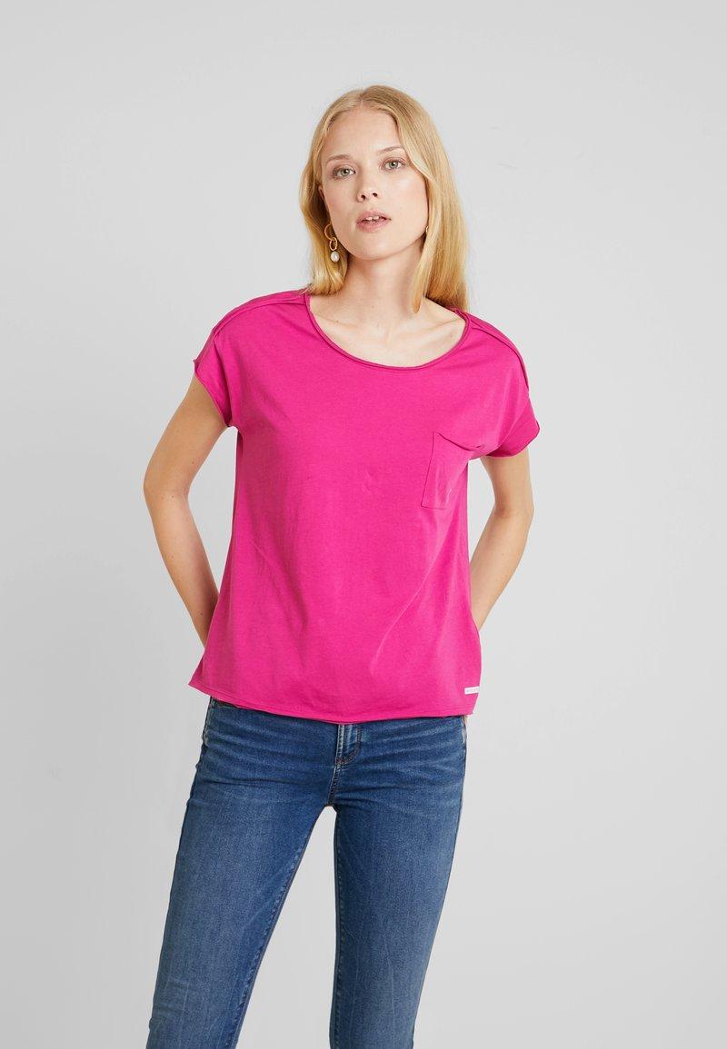 Marc O'Polo DENIM - SHORT SLEEVE RAW CUT EDGE - T-Shirt basic - fuchsia red