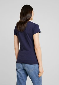 Marc O'Polo DENIM - SHORTSLEEVE CHEST PRINT - Camiseta estampada - blue night sky - 2