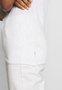Marc O'Polo DENIM - HALFSLEEVE - Jednoduché triko - white - 5