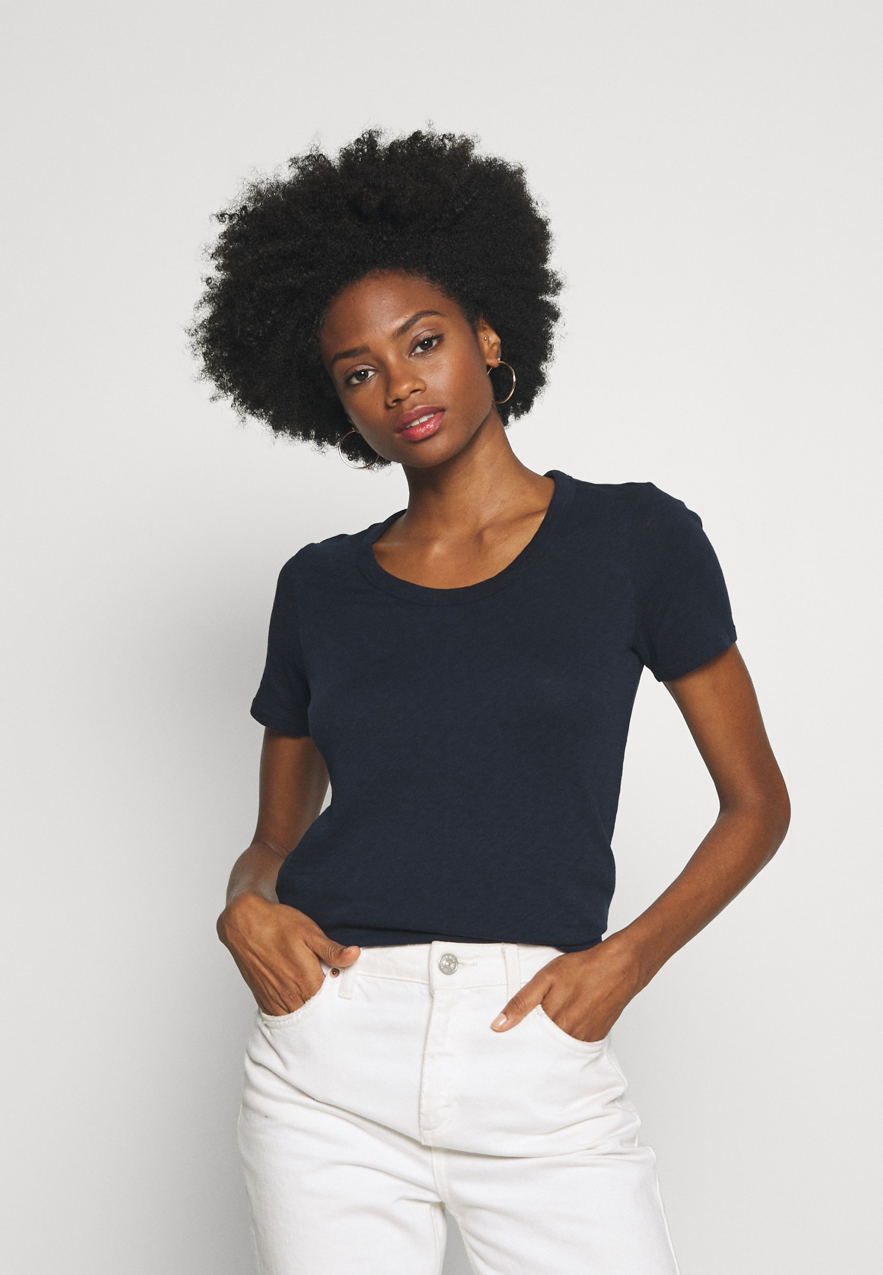 Marc O'Polo DENIM HALFSLEEVE CREWNECK SLIM FIT - T-shirts - scandinavian blue