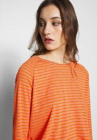 Marc O'Polo DENIM - Long sleeved top - multi/flash orange - 4