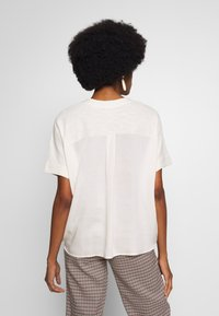 Marc O'Polo DENIM - SHORT SLEEVE FABRIC PATCH AT BACKSIDE - Blusa - cheesecake - 2